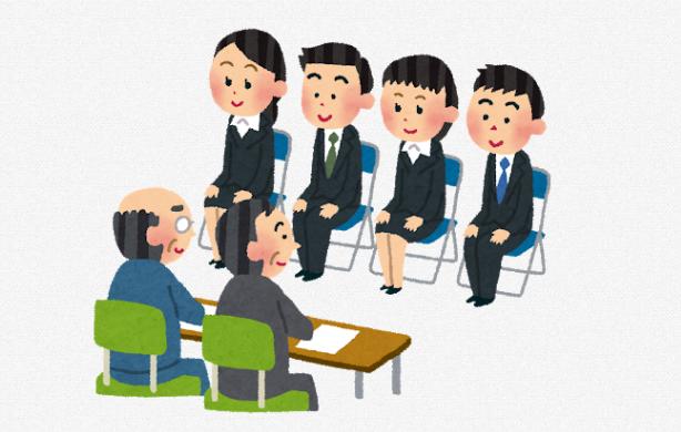 """<% metaKeywords %></noscript>"""" /><br /> 面接の質問を見ていくと分かったと思いますが、が求められます。</p><ul><li>チームでの活動について</li><li>今後の将来像</li></ul><p>やはり社会人はチームで仕事をしていきますし、特に航空会社はチームとして特に動きます。</p><p>面接対策として<u>、チームでの活動で心掛けていること、自分の役割、上下関係との付き合い方</u>などを答えられるようにしておきましょう。</p><p>そして面接官の目線だと、ANAという大企業に入っただけで満足されては困ります。</p><p>どうしてもCAの子だと受かってCAになれて満足してしまう、飽きたり嫌だったら辞めてしまう可能性も高いです。</p><p>そのため、自分の将来像に関してもちゃんと意見が持てるようにしておきましょう。</p><p>将来像を考えるときに注意すべき点は?</p><p>将来像をただ考えるのではなく、ここでも注意が必要です。</p><p>主に考えるチェックポイントは3つです。</p><ul><li>将来像とESの内容、面接での答えが繋がっているか?</li><li>すぐに実現できそうな簡単な将来像ではないか?</li><li>その将来像はANAでしか実現できないのか?</li></ul><p>ここで3つ目は特に要注意です。</p><p>航空会社の中でも人気が高いANAですが、もちろん他の同業他社を就活生は受けていますね。</p><p>将来像以外でも、<strong>なぜANAなのか?</strong>は絶対に聞かれます。</p><p>ここの深堀質問はしっかりと準備しておきましょう。</p><div class="""